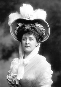 1904: Daisy Greville joins the SDF