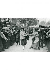 1921: Minnie Lansbury dies